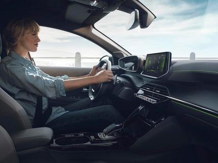 NOUVELLE PEUGEOT 208 – NOUVEAU PEUGEOT i-Cockpit® 3D avec boîte de vitesses EAT8