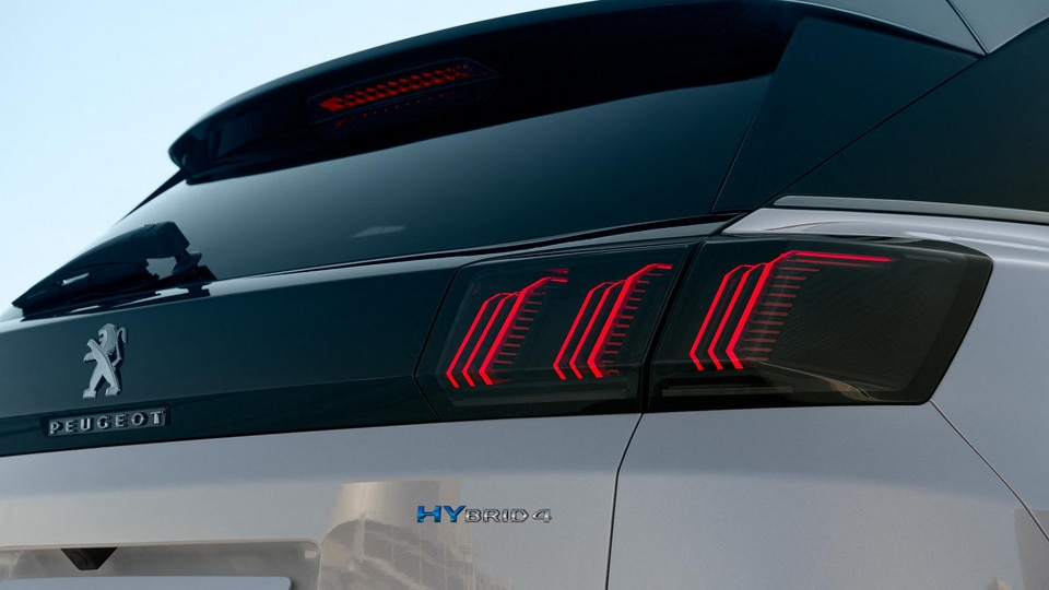 Nouveau SUV PEUGEOT 3008 HYBRID – Badge HYBRID4
