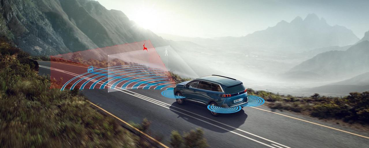 Nouveau grand SUV Peugeot 5008 jusqu'à 7 places et ses nombreux équipements technologiques