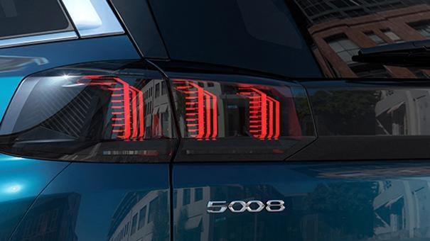 Nouveau SUV PEUGEOT 5008: Feux arrière 3 griffes