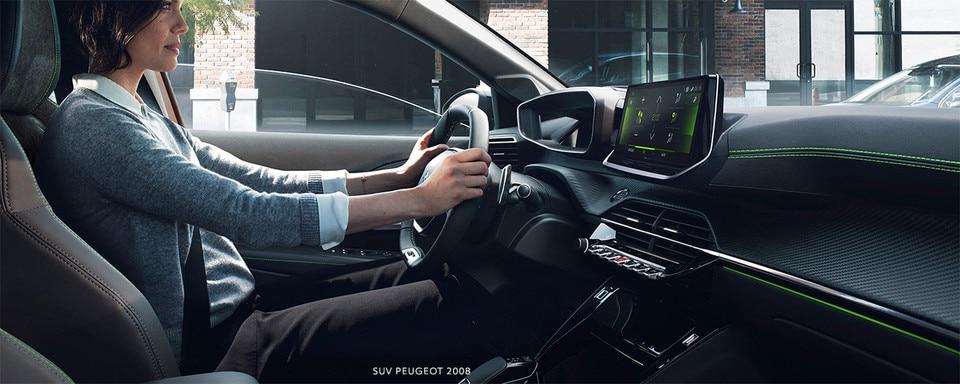 Nouveau SUV PEUGEOT 2008 : nouveau poste de conduite PEUGEOT i-Cockpit® 3D